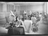 Dones que treballen amb màquines de cosir empenyorades al Mont de la Pietat de la Mare de Déu de l'Esperança. Barcelona, c.1926