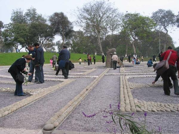 El ojo que llora (detall, Lika Mutal, 2006, Alameda de la Memoria, Lima) Cortesia Lika Mutal - Gam Klutier, Lima