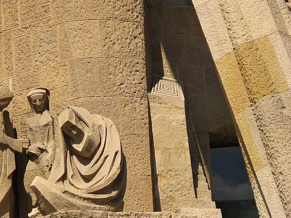 Josep Ma. Subirachs. Detall del laberint situat en una columna del Temple de la Sagrada Família Barcelona © CCCB, Jordi Gómez